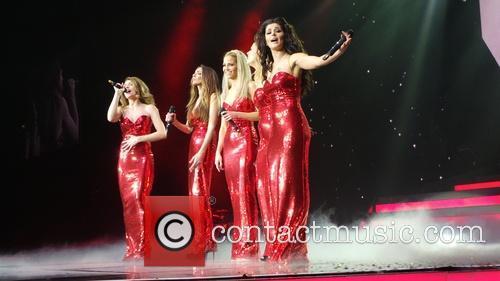Kimberley Walsh, Nicola Roberts, Nadine Coyle, Cheryl Cole and Sarah Harding 19