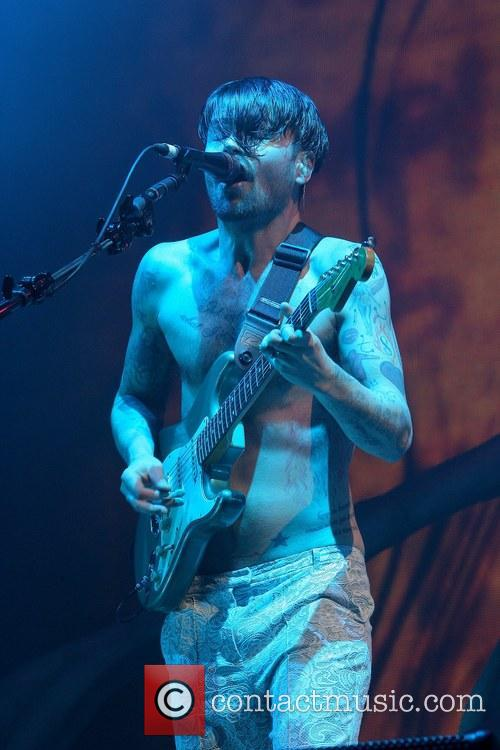 Simon Neil 3