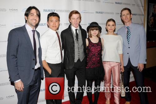 Adam Saunders, Chase Maser, Eddie Hassell, Joey King, Oleysa Rulin and Benjamin Epps 6