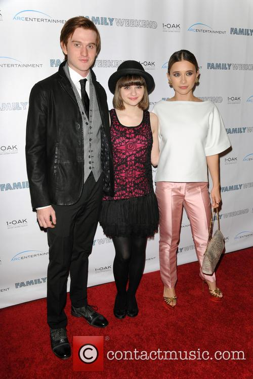 Eddie Hassell, Joey King and Olesya Rulin 3