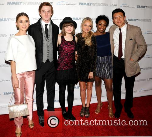 Olesya Rulin, Eddie Hassell, Joey King, Kristin Chenowith, Lisa Lauren Smith and Chase Maser 7