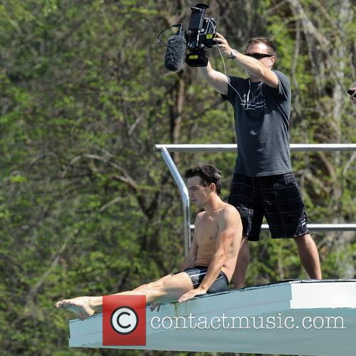 drake bell diving practice for tv show 3568971
