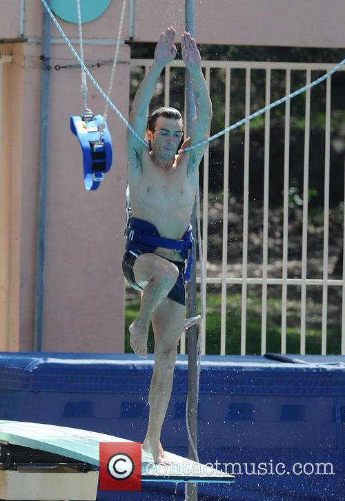 drake bell diving practice for tv show 3568999