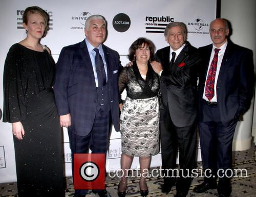 Jane Winehouse, Mitch Winehouse, Janis Winehouse, Tony Bennett and Richard Collins 3