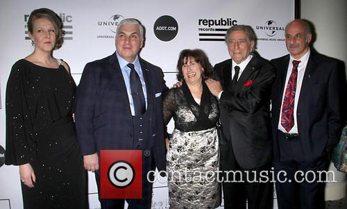 Jane Winehouse, Mitch Winehouse, Janis Winehouse, Tony Bennett and Richard Collins 1