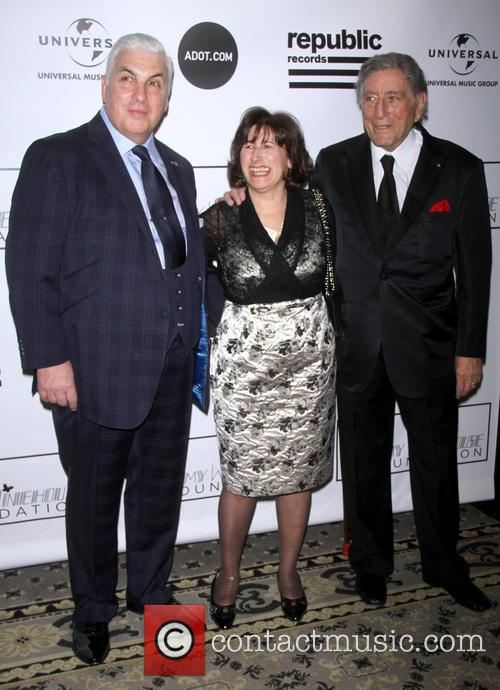 Mitch Winehouse, Janis Winehouse and Tony Bennett 6