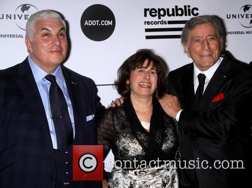 Mitch Winehouse, Janis Winehouse and Tony Bennett 8