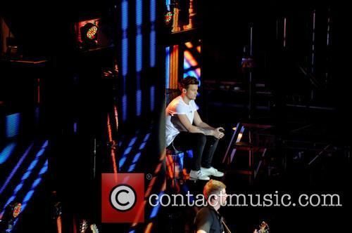 one direction louis tomlinson one direction concert 3570914