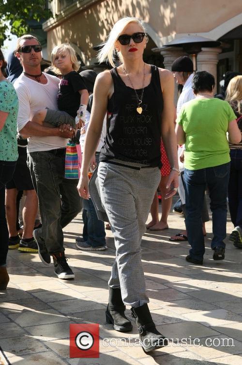 Gavin Rossdale, Gwen Stefani and Zuma Rossdale 3
