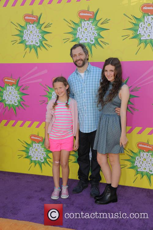 Judd Apatow, His Daughters Iris (l) and Maude Apatow (r) 4