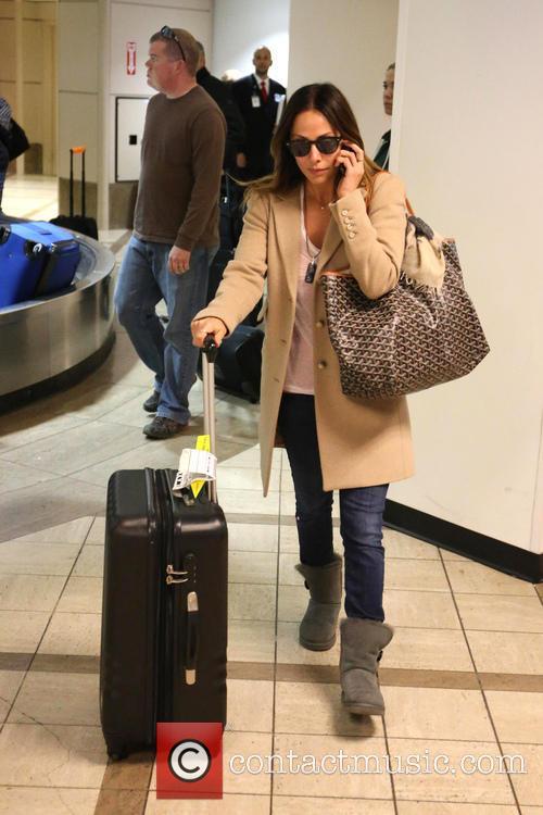 natalie imbruglia natalie imbruglia arrives with luggage 3575628