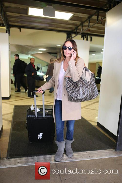 natalie imbruglia natalie imbruglia arrives with luggage 3575629
