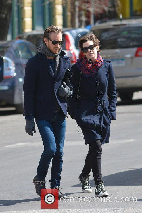 anne hathaway adam shulman anne hathaway and husband 3576705