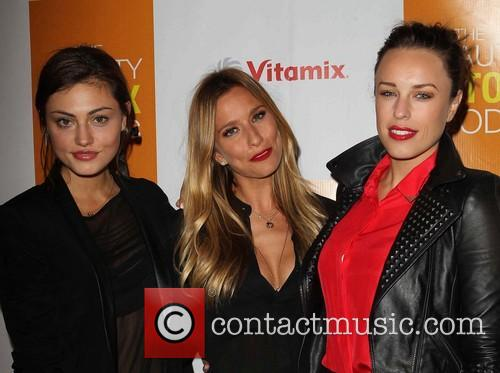 Phoebe Tonkin, Renee Bargh and Natalie Zea 2