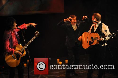 Ronnie Wood, James Mccartney and Paul Mccartney 5