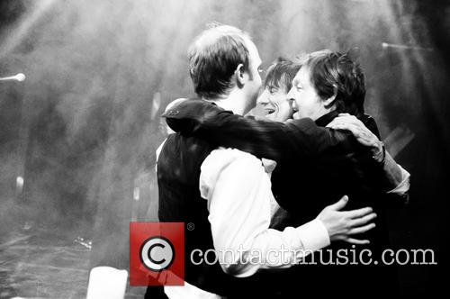 Ronnie Wood, James Mccartney and Paul Mccartney 9