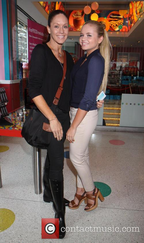 Alli Simpson and Mother 1
