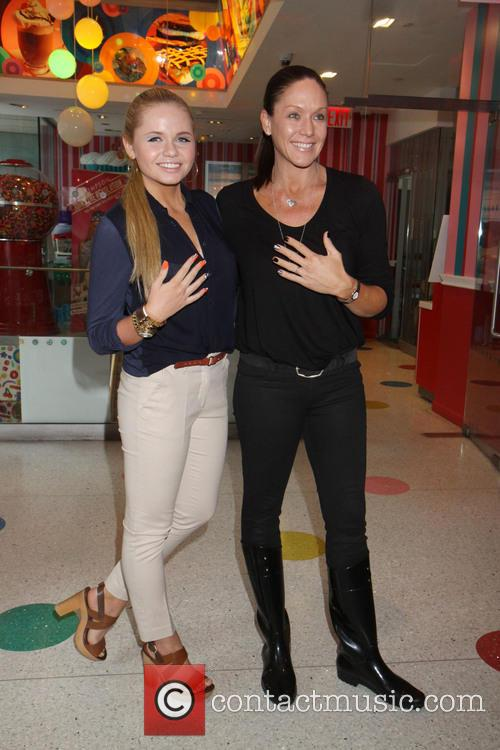 Alli Simpson and Mother 2