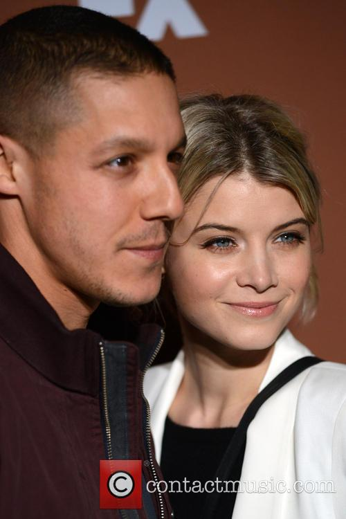Theo Rossi, Sarah Jones