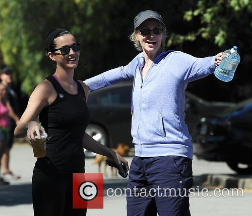 Katy Perry and Jane Lynch 9