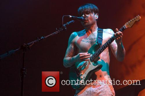 Simon Neil 8