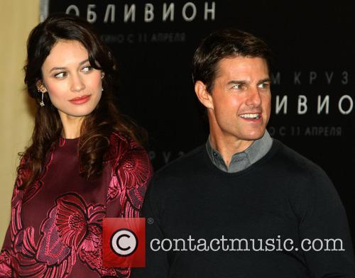 Tom Cruise and Olga Kurylenko 4