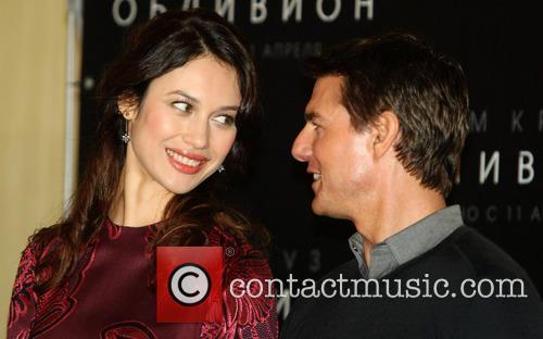Tom Cruise and Olga Kurylenko 1