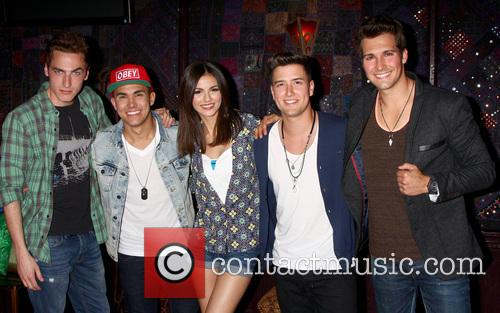 Carlos Roberto Pena Jr., James Maslow, Logan Henderson, Kendall Schmidt, Big Time Rush and Victoria Justice 5