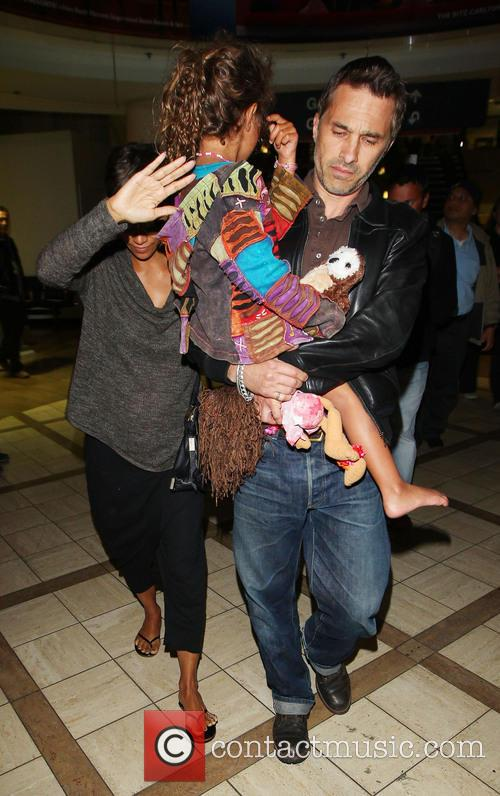 Halle Berry, Olivier Martinez and Nahla Aubry 3