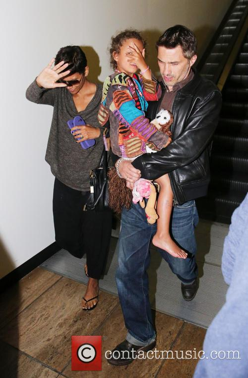 Halle Berry, Olivier Martinez and Nahla Aubry 6