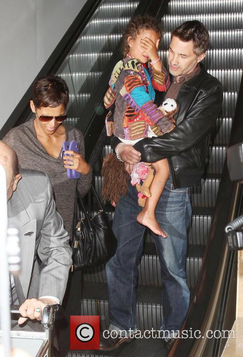 Halle Berry, Olivier Martinez and Nahla Aubry 8