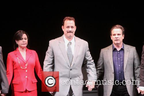 Maura Tierney, Tom Hanks and Peter Scolari 3