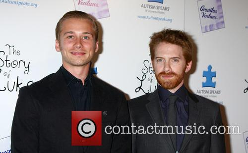 Lou Taylor Pucci and Seth Green 2