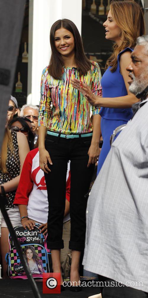 Victoria Justice and Maria Menounos 4