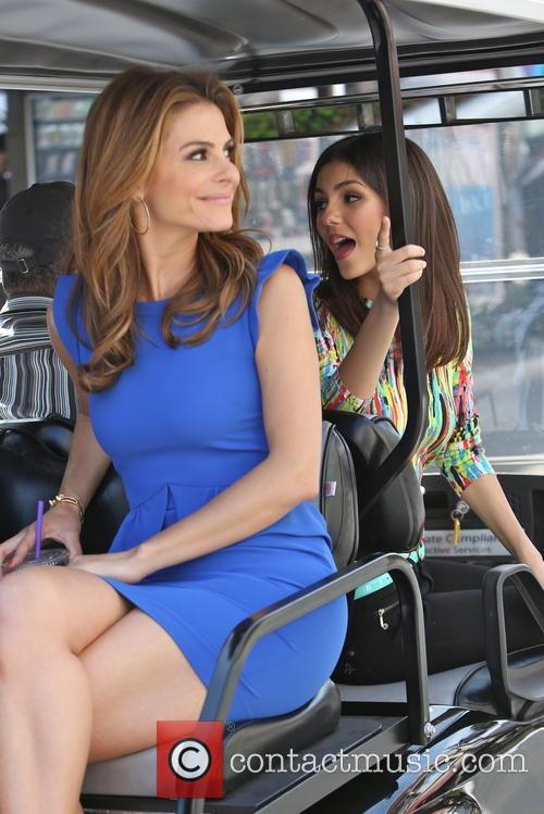 Victoria Justice and Maria Menounos 8