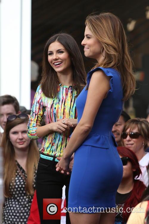Victoria Justice and Maria Menounos 10