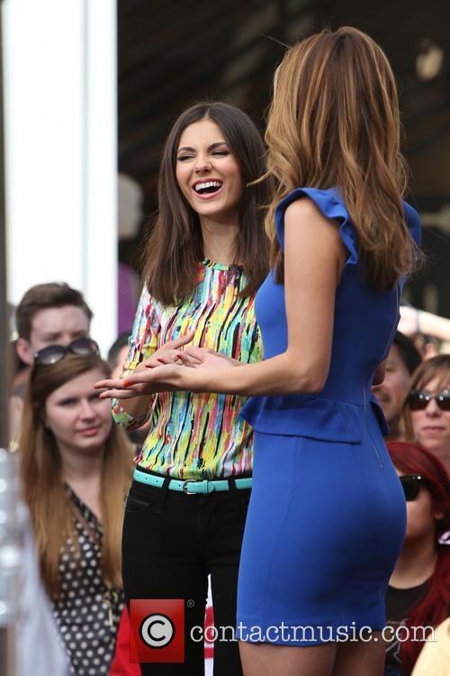 Victoria Justice and Maria Menounos 11