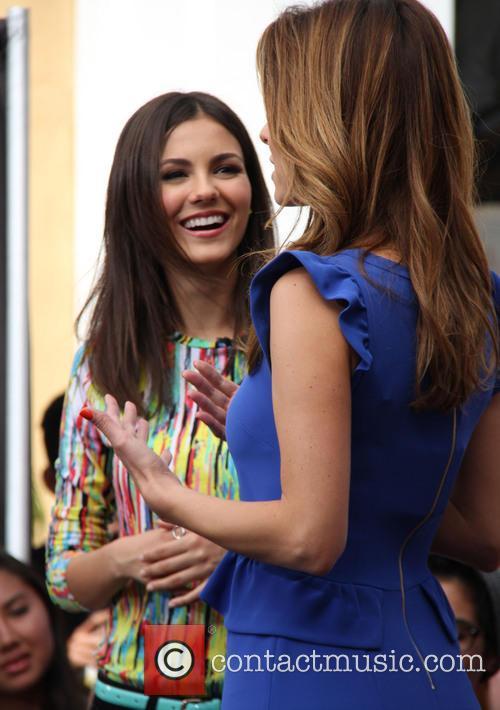 Victoria Justice and Maria Menounos 3
