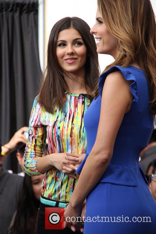 Victoria Justice and Maria Menounos 5