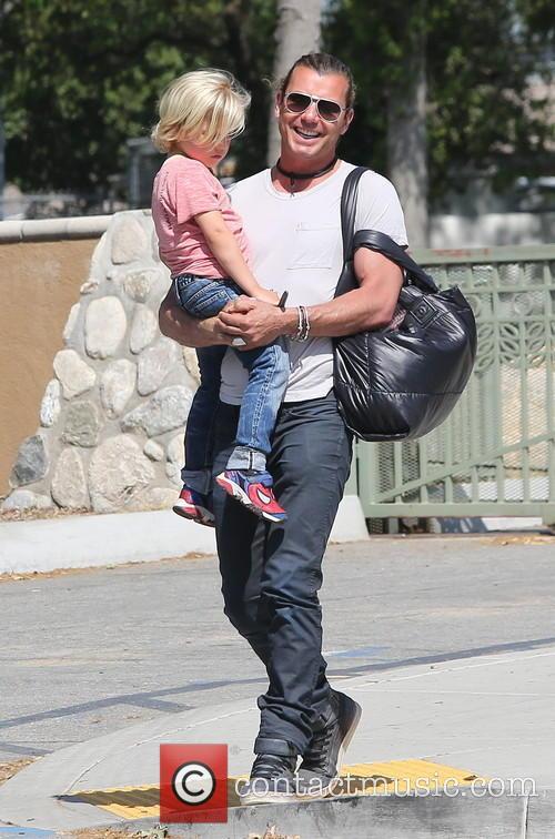 Gavin Rossdale and Zuma Rossdale 8