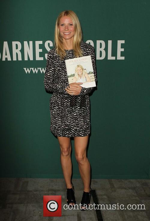 Gwyneth Paltrow, Barnes and Noble bookstore The Grove