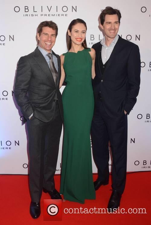 Tom Crusie, Olga Kurylenko and Joseph Kosinski 1