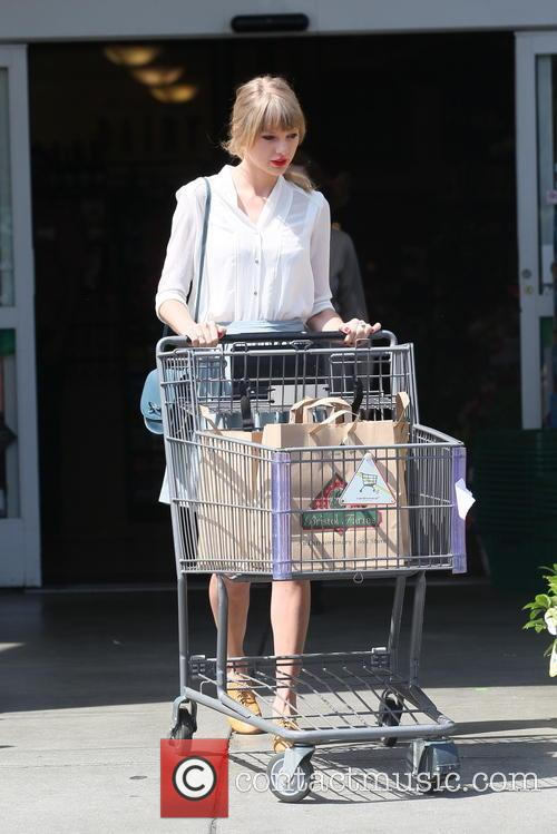 Taylor Swift shops for groceries at Bristol Farms