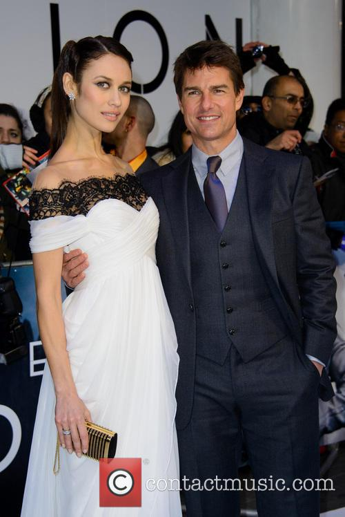 Olga Kurylenko and Tom Cruise 2