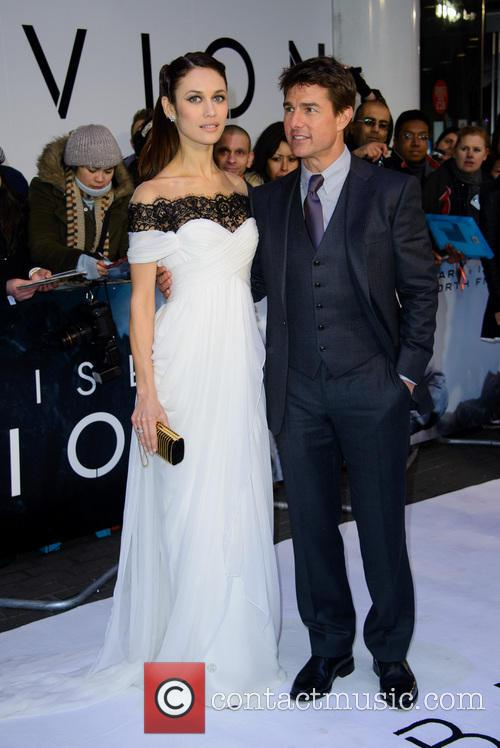 Olga Kurylenko and Tom Cruise 3