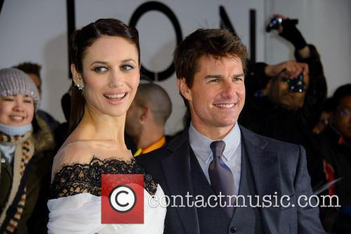 Olga Kurylenko and Tom Cruise 5