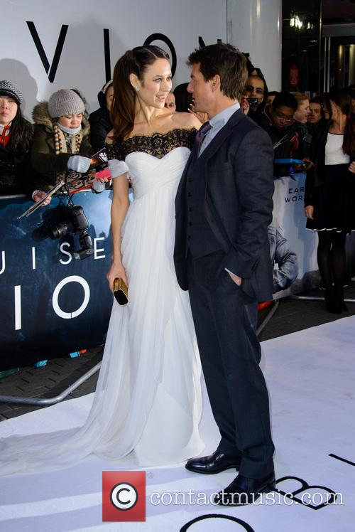 Olga Kurylenko and Tom Cruise 6