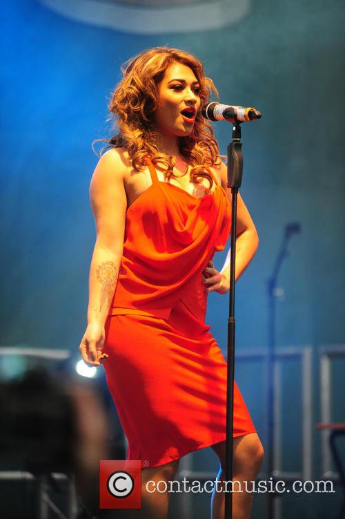 the saturdays performing live on stage 3592001