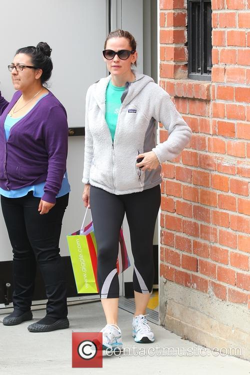 Jennifer Garner shops at Giggle baby store