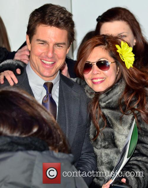 Tom Cruise and Fan 11